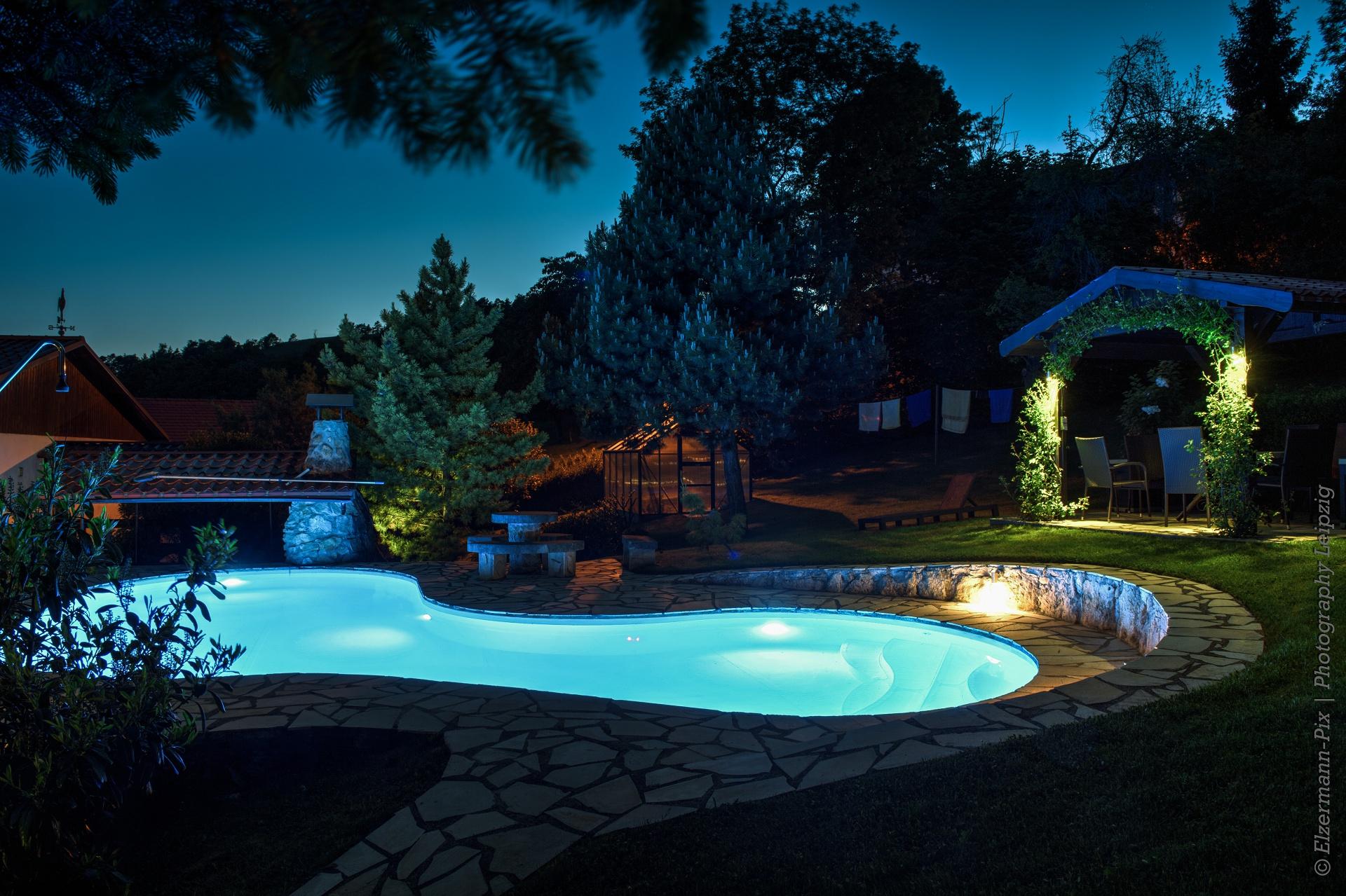 ... relaxen im Pool und Wellnessbereich,